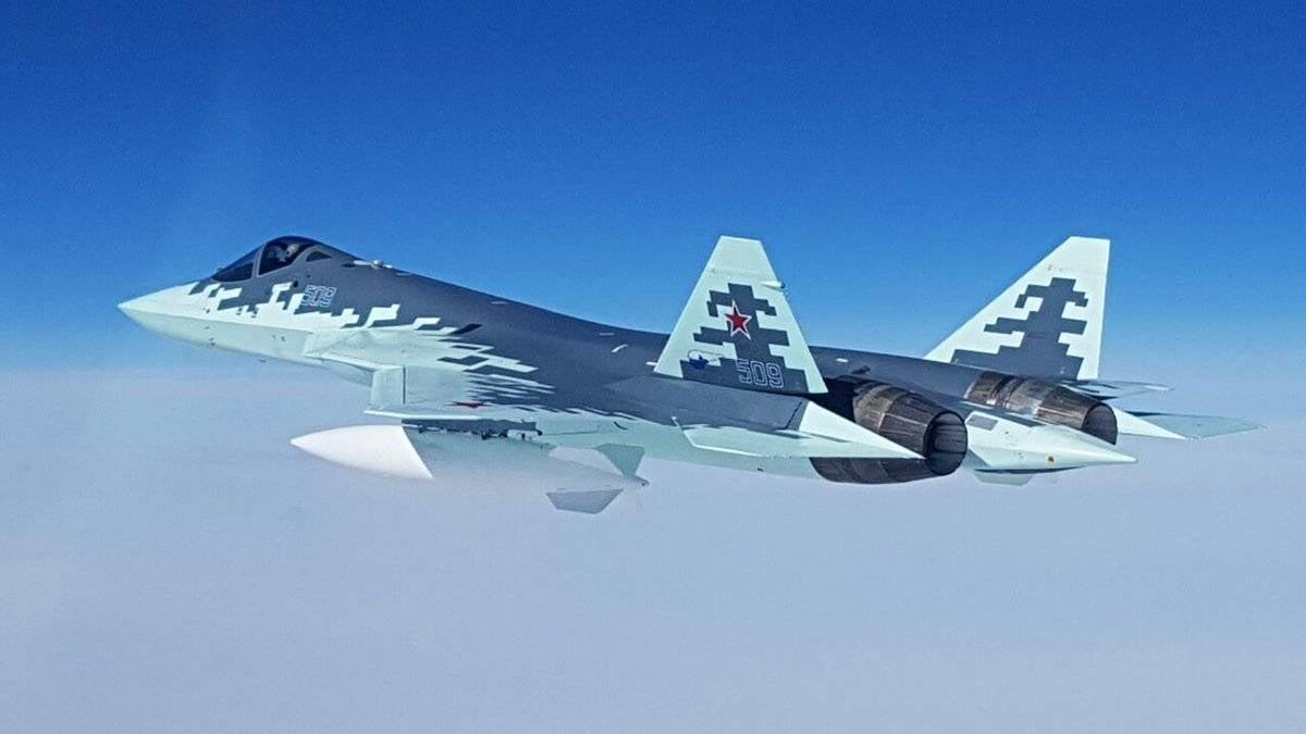 Caça de quinta geração russo conhecido como PAK FA (T-50) foi batizado de Su-57