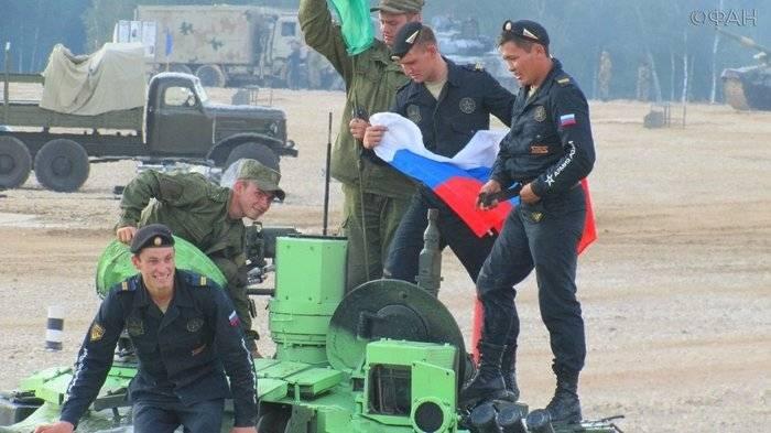 Российские военные установили рекорд на танковом биатлоне