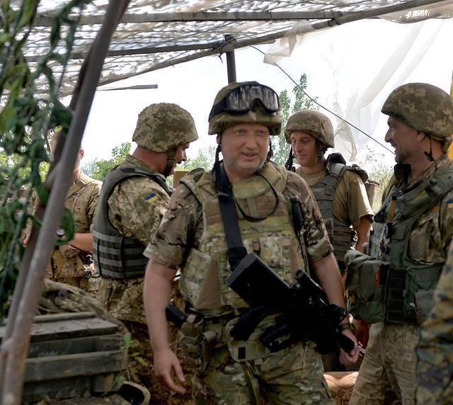 Turchinov : 우크라이나의 군대의 화폐 허용 수준은 NATO에 가져와야합니다.