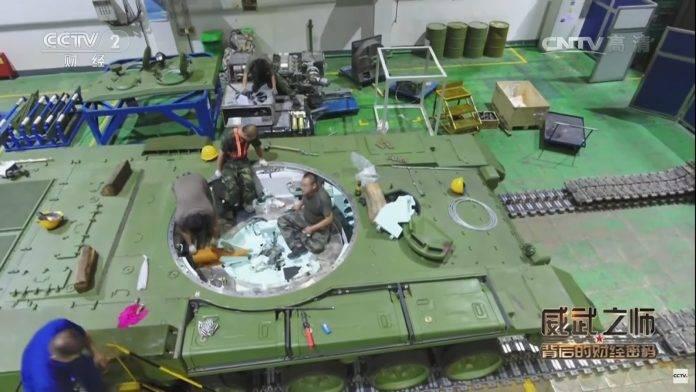 중국은 태국 군대에 VT4 탱크를 보여 주었다.