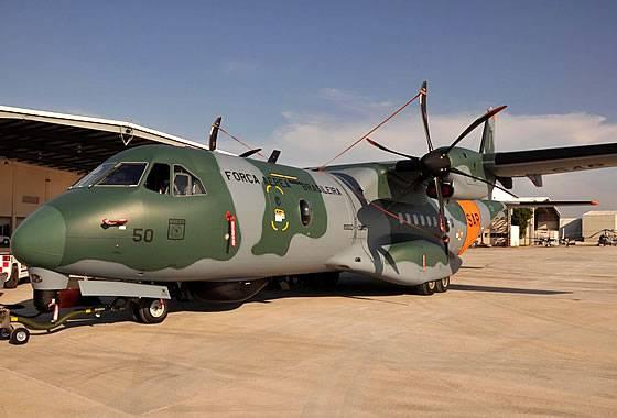 Brezilya Hava Kuvvetleri ilk arama ve kurtarma uçağı SC-105 / C-295'i devretti