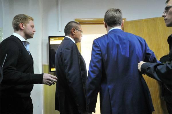 Начался суд над Улюкаевым