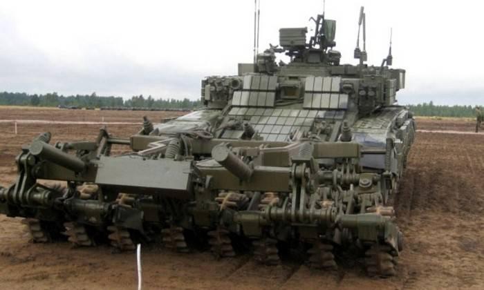 Il Ministero della Difesa russo ha ricevuto un lotto di nuovi veicoli di sdoganamento BMR-3MA e carri armati T-72-B3