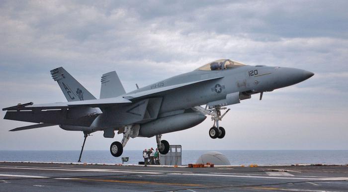 CNN: военный самолет США едва не столкнулся с иранским беспилотником