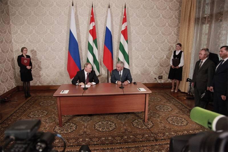 미 국무부는 압하 지아 러시아 대통령의 방중에 대한 불만을 표명했다.