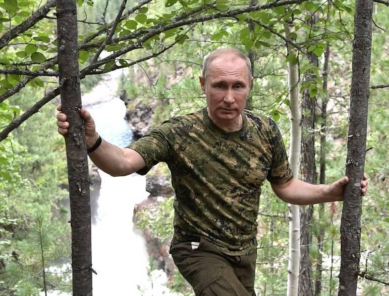 모든 전선에 푸틴 : 정치 과학자는 푸틴이 너무 많이되었다고 믿는다.