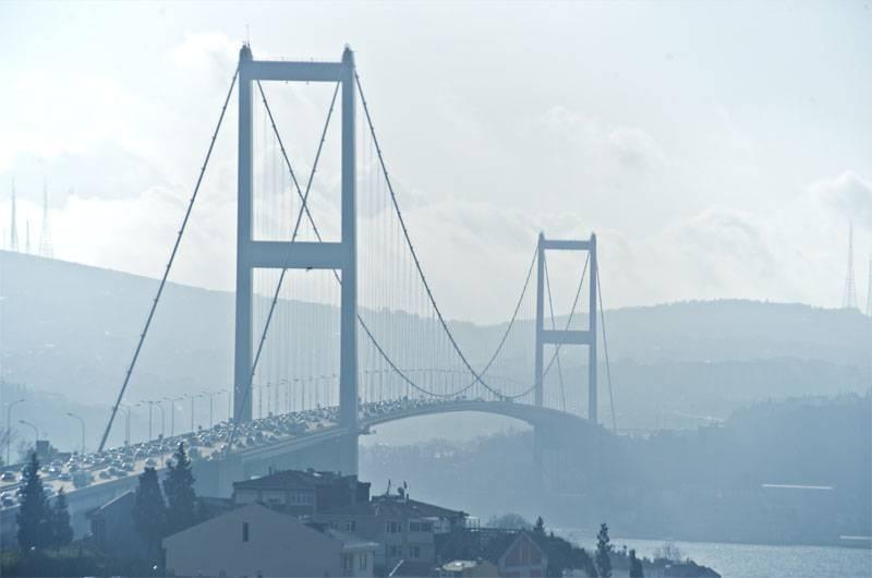 왜 터키 국방 장관의 지시에 따라 보스포러스 해협을 통해 해운을 막았습니까?