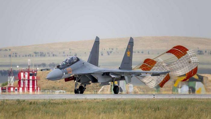In Kazakistan, la squadra acrobatica di Arlany si sta formando su combattenti Su-30СМ