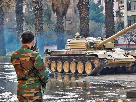 """시리아 T-72М1 """"코너 보호""""ATGM을 견뎌 냈다."""