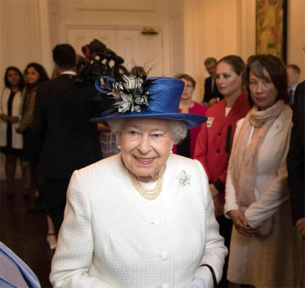 СМИ: Британская королева собралась отречься от престола