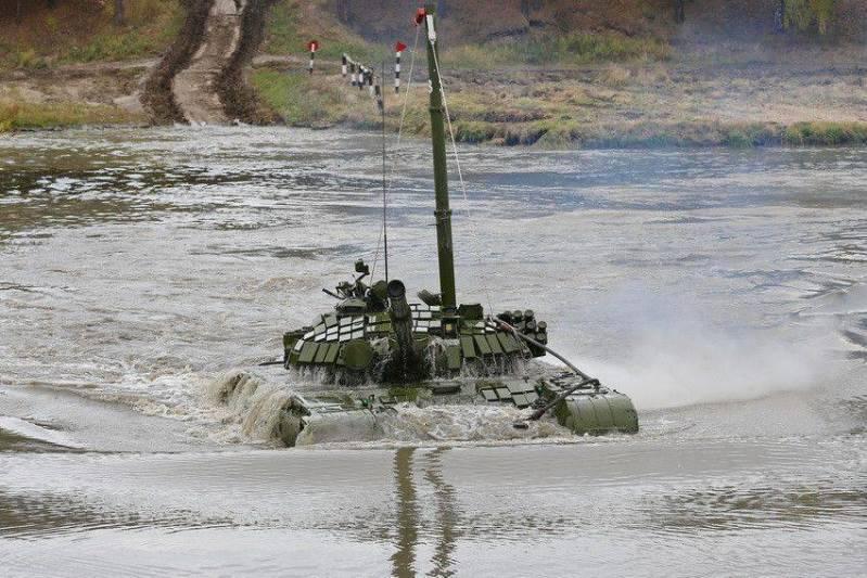 남부 군사 지구의 유조선이 수중 운전을했다.