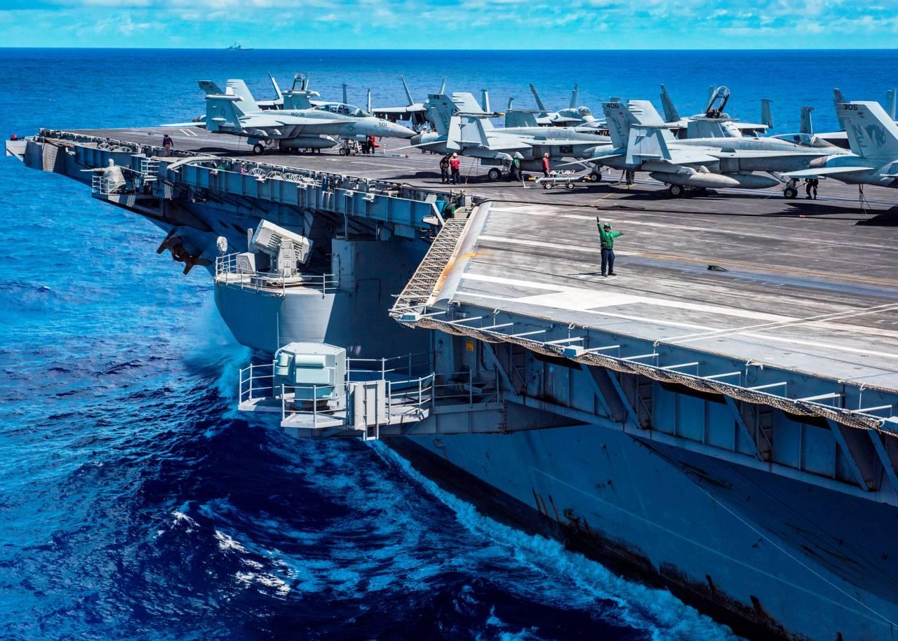 Иранский БПЛА опасно приблизился кавианосцу США вПерсидском заливе