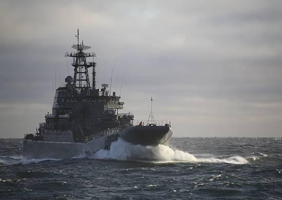 Un distaccamento di navi SF arrivò al raid del porto di Dixon