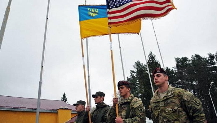 Istruttori americani hanno preparato la prima laurea di intelligence ucraina
