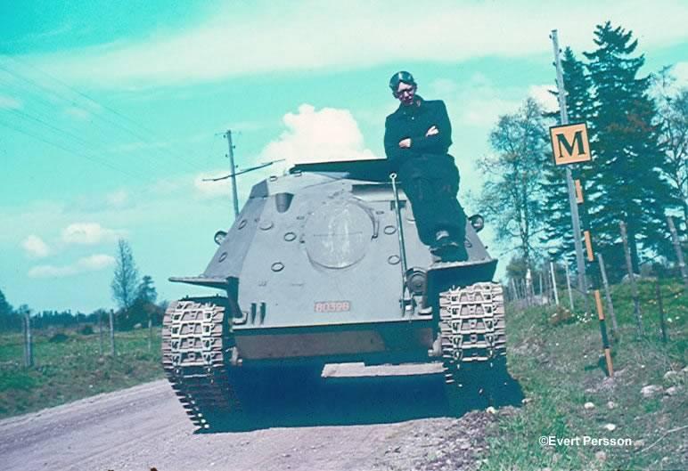 Kendinden itmeli topçu tesisatı Infanterikanonvagn 102 ve Infanterikanonvagn 103 (İsveç)