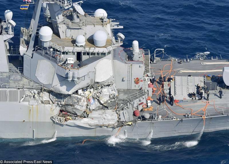 Demitido do serviço, a equipe de comando do US destroyer USS Fitzgerald