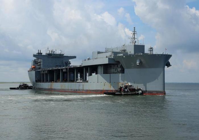 미 해군은 USNS 루이스 B. 풀러 원정 해양 기지 (T-ESB-3)