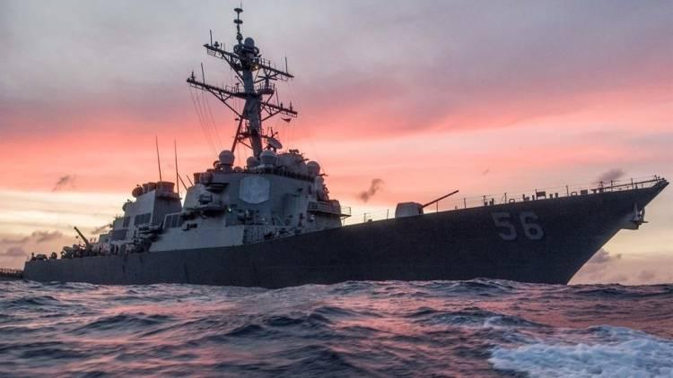 """Американский эсминец """"Джон Маккейн"""" столкнулся сторговым судном"""