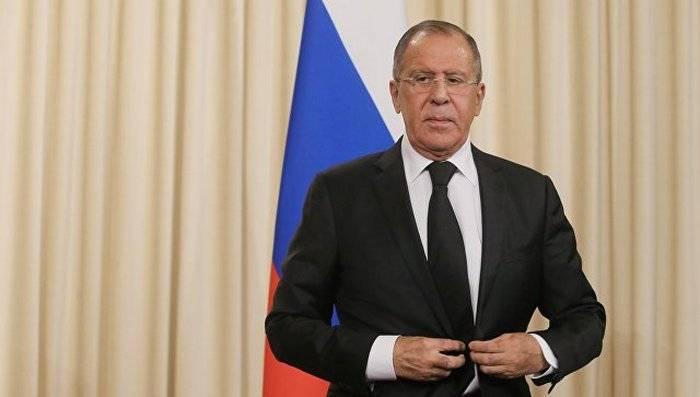Lavrov ha commentato la decisione degli Stati Uniti di limitare l'emissione di visti ai russi