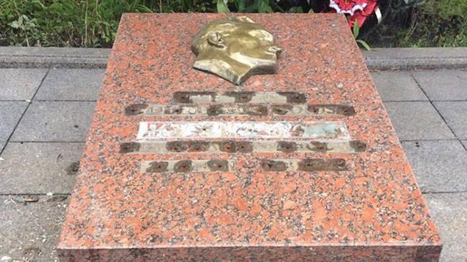 Во Львове разграбили могилу легендарного разведчика Николая Кузнецова