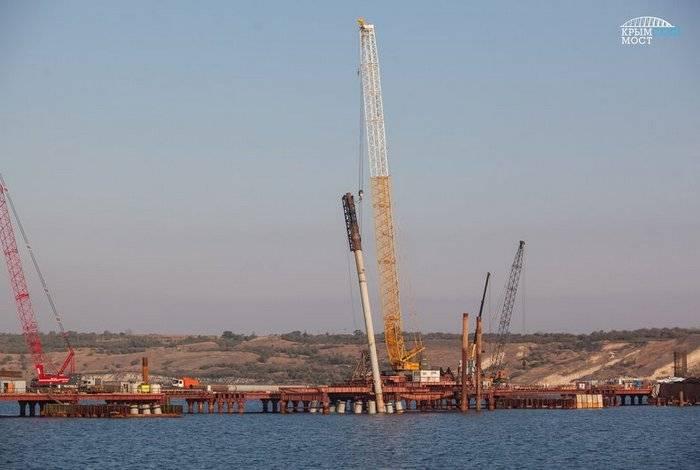 """СМИ: Строительство Крымского моста указывает на """"агрессию"""" России"""