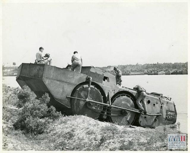 Шестиколёсный болотоход «Swamp Cat»