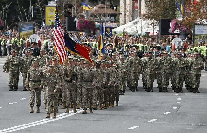 В Киеве прошел парад с участием НАТО
