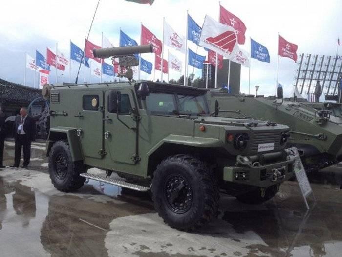 """La Bielorussia ha presentato un'auto blindata galleggiante """"Vitim"""""""