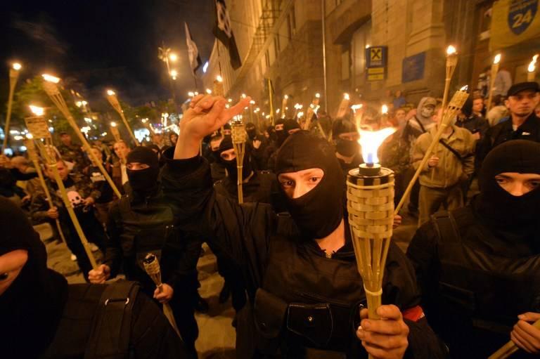 Mais uma vez Sevastopol, novamente comercializando os ossos, sob o disfarce de patriotismo