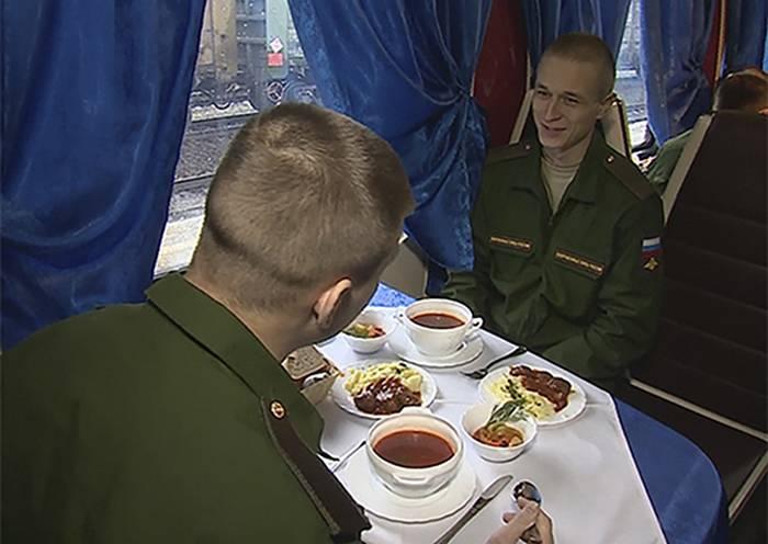 Военнослужащих ЦВО обеспечат горячим питанием на время движения воинскими эшелонами