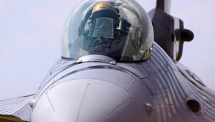 EUA se recusam a enviar instrutores pilotos F-16 para a Turquia