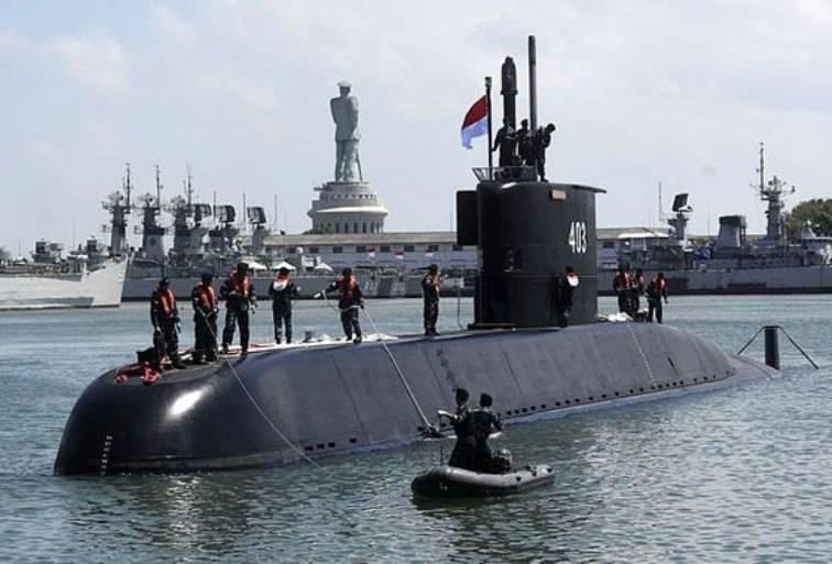 Submarinos a diesel Head Type-209 / 1400 chegaram à Indonésia