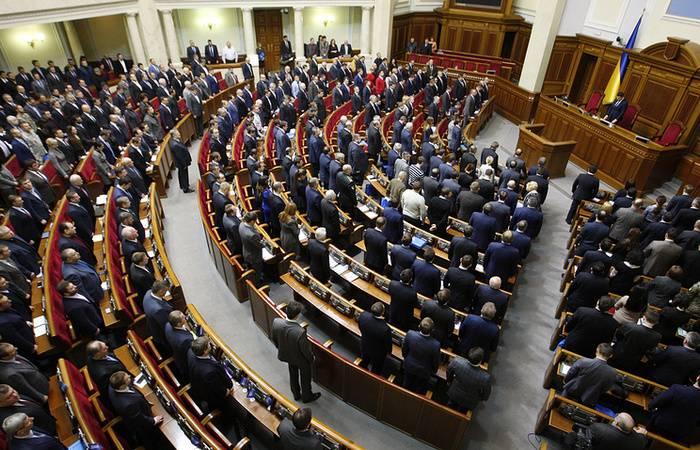 Kiev pretende incluir na lei sobre a reintegração do item sobre a introdução de forças de paz no Donbass
