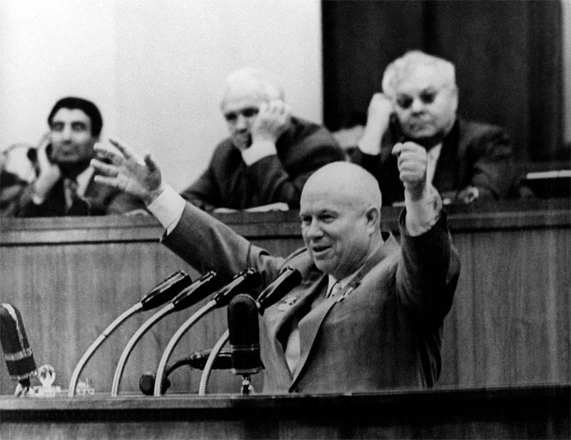 Sergey Khrushchev contou por que seu pai decidiu transferir a Crimeia para o SSR ucraniano