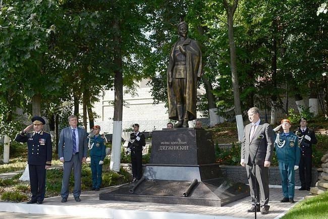 Monumento a F. Dzerzhinsky inaugurado em Kirov