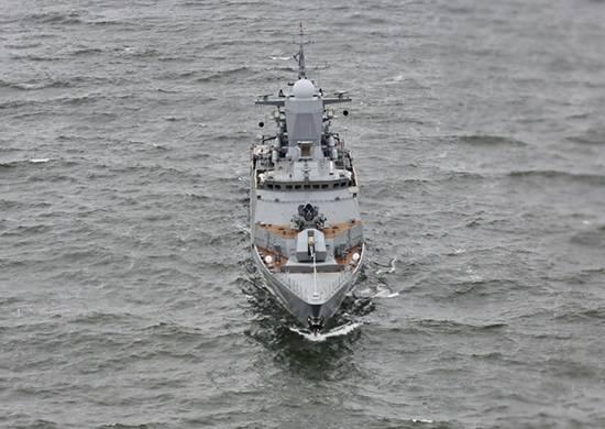 """Forças BF jogaram uma batalha de artilharia com os navios do """"inimigo"""""""