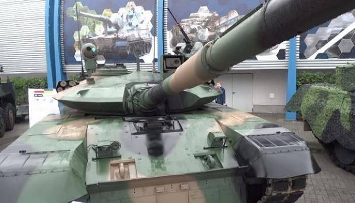 Tanque ucraniano-polonês apresentado na exposição MSPO-2017