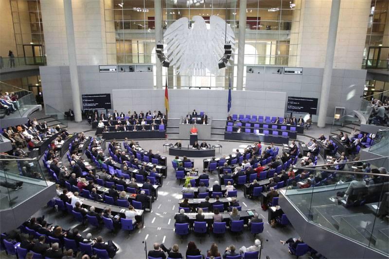 """Na Alemanha, propuseram devolver a Federação Russa ao G8 em troca da recusa do exercício """"West-2017"""""""