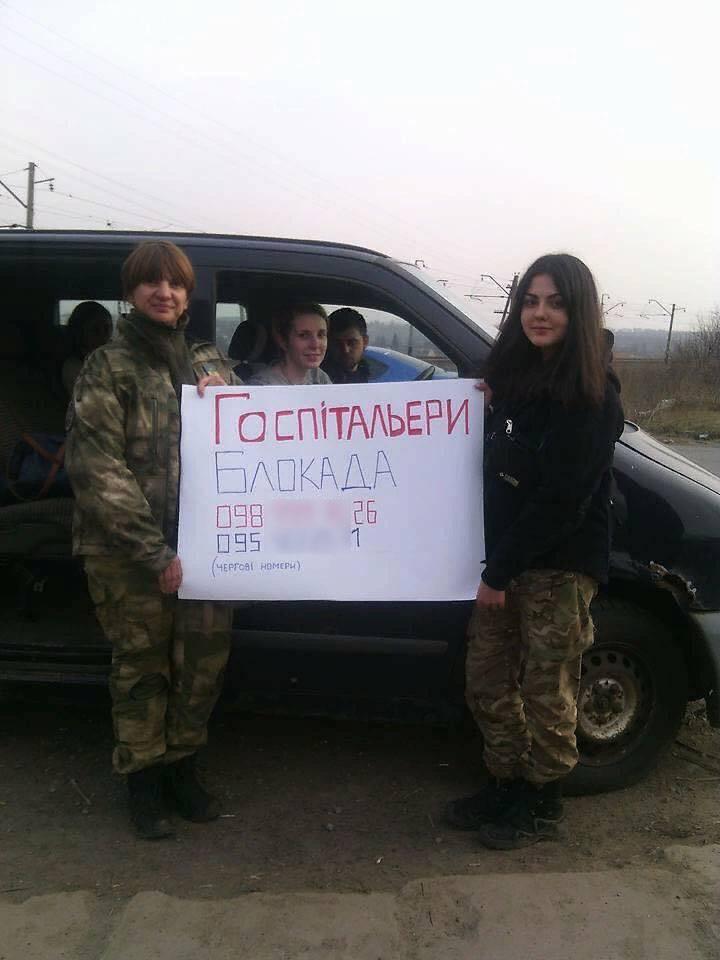 """""""Capacetes brancos"""" em ucraniano. """"Hospitalários"""""""