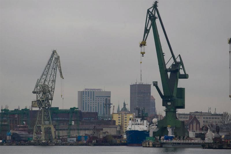 В Гданьске продолжается разгрузка кораблей с американской бронетехникой