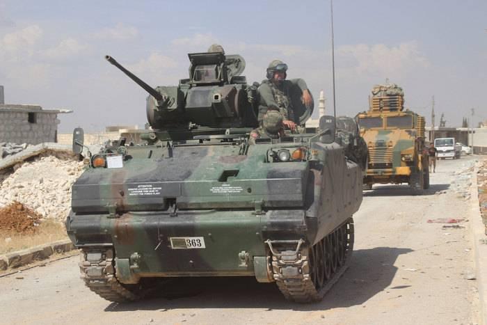 Турция продолжает передислокацию военной техники к сирийской границе