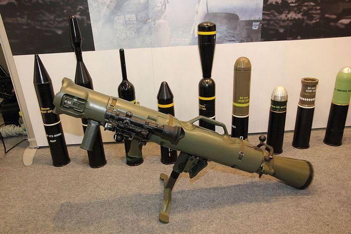 Os Estados Unidos compram um grande lote de lançadores de granadas reutilizáveis da Suécia Carl Gustaf M4