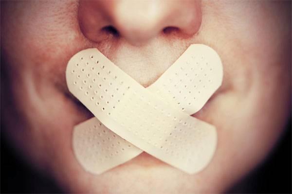 Na Polônia, impediu a apresentação de um relatório sobre os direitos dos povos de fala russa