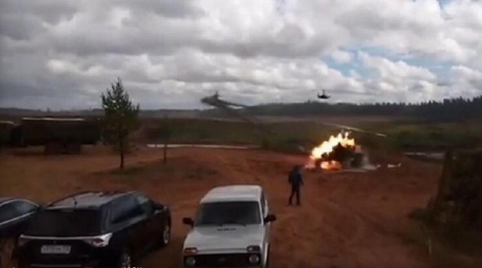 На учениях «Запад-2017» вертолет случайно обстрелял зрителей