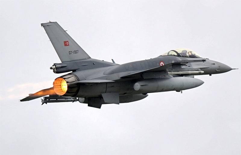 Турецкие ВВС ударили покурдам всеверном Ираке накануне референдума