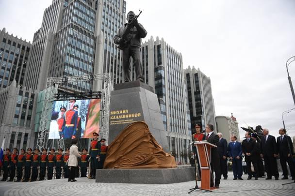 Kalashnikov acusaciones de plagio se convirtió en parte de la guerra ideológica