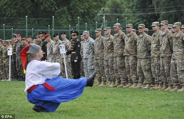 """Um presente devastador: como a ajuda """"gratuita"""" dos EUA quase arruinou as Forças Armadas ucranianas"""