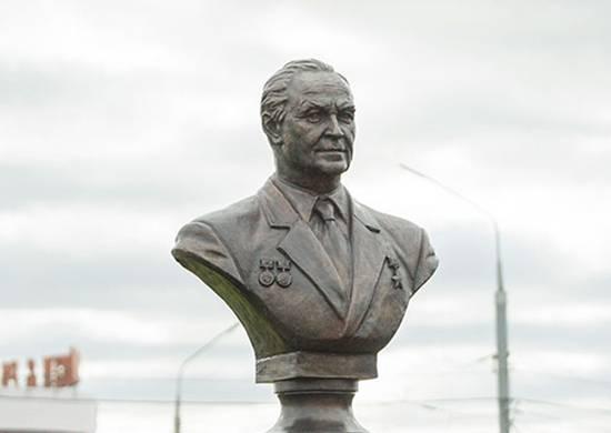 Busto de Gennady Denezhkin instalado en Tula