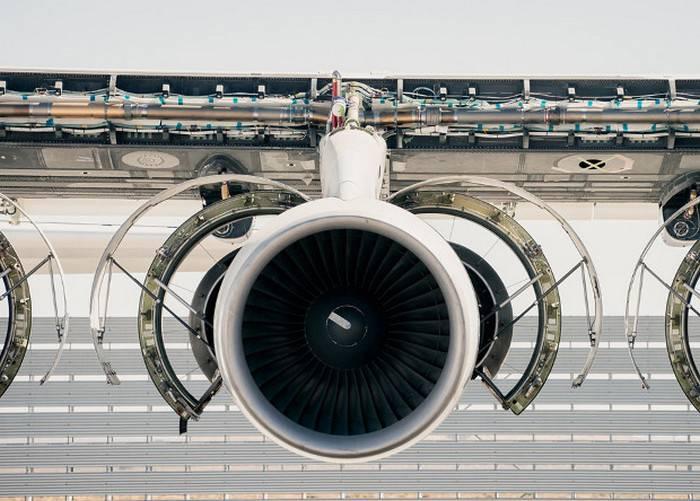 Самолет с самым длинным в мире крылом впервые запустил двигатели