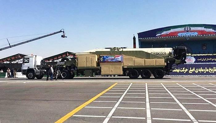 伊朗展示了一种新的弹道导弹